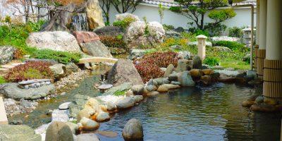沖縄県宜野湾市「天然温泉アロマ」と「焼きてびち」