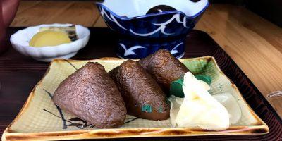 ご縁の国しまね 津和野町 美松食堂の黒いいなり寿司