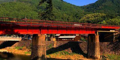ご縁の国しまね 津和野川に架かる鉄橋と橋脚